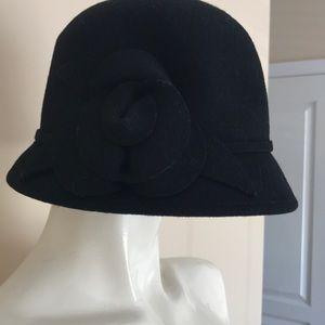 Cute black Cloche hat - Nine West